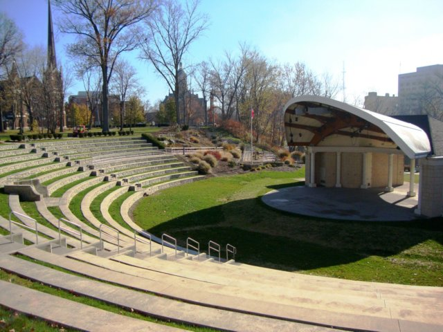 This is an expanded view of the seating area, and gives a better ...: www.lkneng.net/photo_gallery/lkn photos...